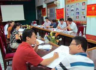 Senior journalists at NTV in Vinh, Nghệ An. Image by David Brewer released via Creative Commons.