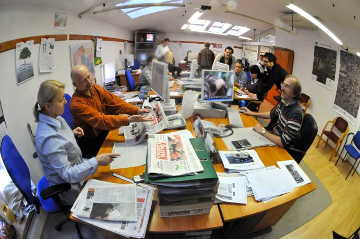 Gazeta Lubuska Newsroom image by PawelJanczaruk released via Wikimedia Commons